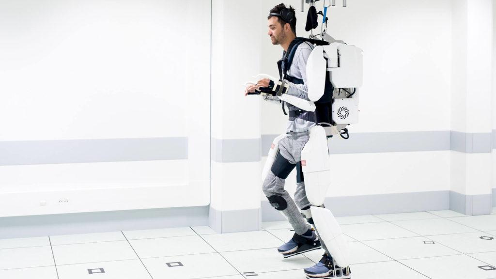 1er prototype d'un exosquelette connecté au cerveau d'un patient tétraplégique